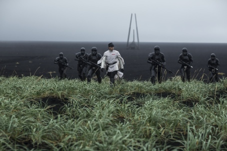 Rogue One: A Star Wars Story..Director Krennic (Ben Mendelsohn) and his Death Troopers...Ph: Jonathan Olley..© 2016 Lucasfilm Ltd. All Rights Reserved.