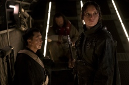 Rogue One: A Star Wars Story..L to R: Chirrut Imwe (Donnie Yen), Baze Malbu (Jiang Wen) and Jyn Erso (Felicity Jones)..Ph: Giles Keyte..© 2016 Lucasfilm Ltd. All Rights Reserved.