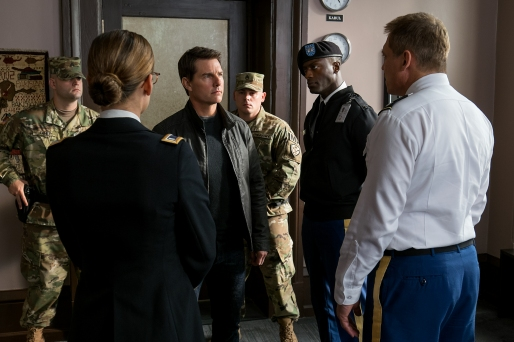 Left to right: Jessica Stroup plays Lt. Sullivan, Tom Cruise plays Jack Reacher, Aldis Hodge plays Espin and Holt McCallany plays Col. Morgan in Jack Reacher: Never Go Back from Paramount Pictures and Skydance Productions
