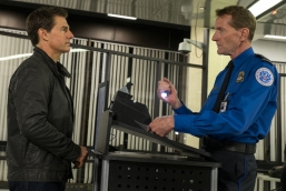 Left to right: Tom Cruise plays Jack Reacher and Lee Child plays TSA Agent in Jack Reacher: Never Go Back from Paramount Pictures and Skydance Productions
