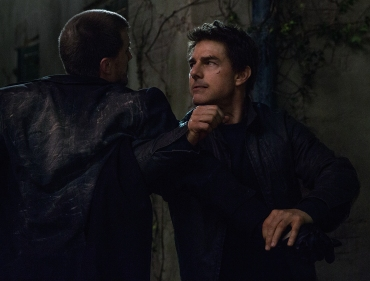 Left to right (right side): Patrick Heusinger plays The Hunter and Tom Cruise plays Jack Reacher in Jack Reacher: Never Go Back from Paramount Pictures and Skydance Productions