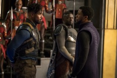 Marvel Studios' BLACK PANTHER L to R: Erik Killmonger (Michael B. Jordan) and T'Challa/Black Panther (Chadwick Boseman), b/g W'Kabi (Daniel Kaluuya) Photo: Matt Kennedy ©Marvel Studios 2018