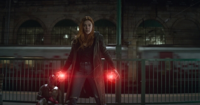 Marvel Studios' AVENGERS: INFINITY WAR..L to R: Vision (Paul Bettany) and Scarlet Witch/Wanda Maximoff (Elizabeth Olsen)..Photo: Film Frame..©Marvel Studios 2018